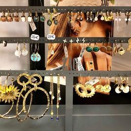 Les boucles d'oreilles et les bagues de chez @zagbijoux en acier résistants à vie !   #new #bijoux #instagood #instagram #instamoment #instalike #instafashion #instaphoto #instaphoto