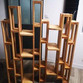 Voilà une superbe étagère design en bois avec de multiples rangements. 110€ à la place de 185€.