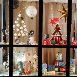 Découvrez les premières vitrines de Noël ! #cadeaudenoel #pouleoucoq #yssingeaux